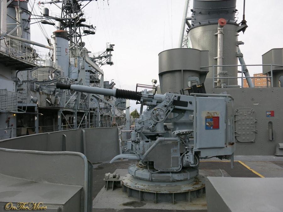 USS_Sullivans-Bofors_40