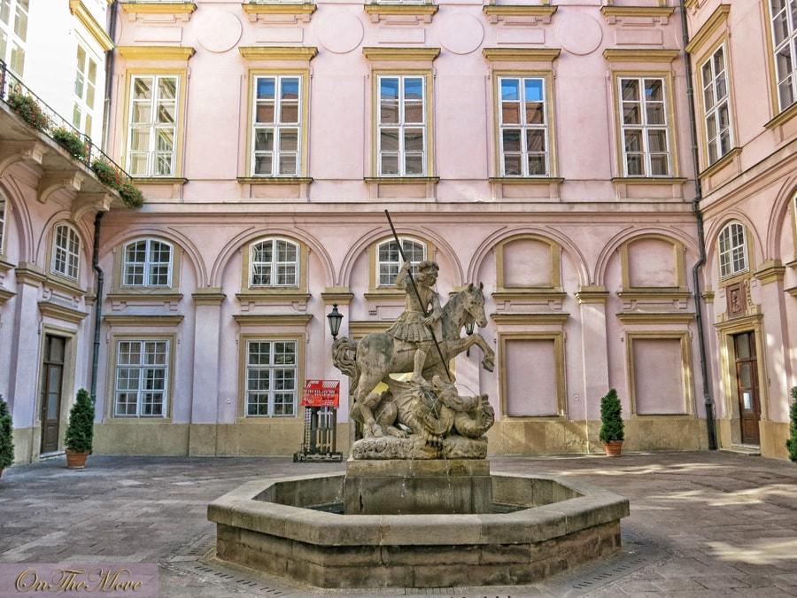 bratislava-Primaciálny_palác-1